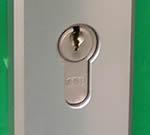 Cilinder mag niet teveel buiten het veiligheidsbeslag uitsteken