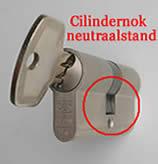 Cilindernok met sleutel in neutrale stand draaien